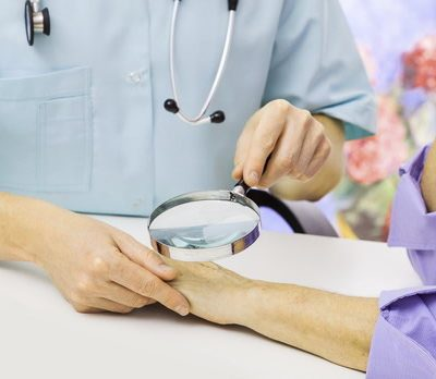 Dermatologe konsultuoja